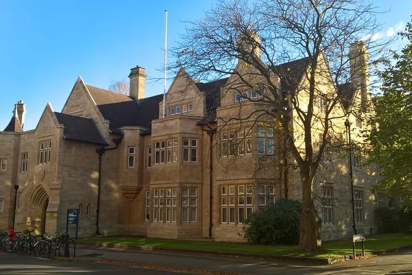 External image of Queen Elizabeth House.
