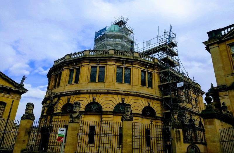 Photo of the Sheldonian Theatre with scaffolding around the cupola