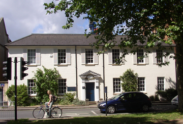 Landscape photo of the front of 9 Parks Road, Oxford